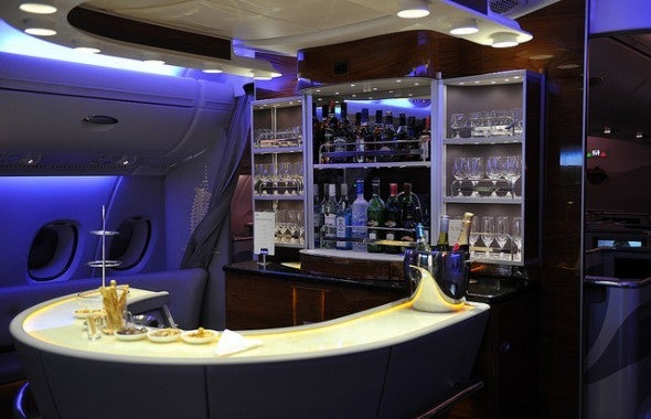 Business Class Bar im A380 bei Emirates