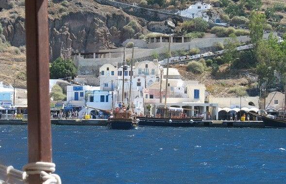 der Hafen von Fira