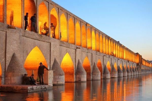 Die-ungewoehnlichsten-Bruecken-der-Welt-Khaju-Bruecke-Isfahan-Iran