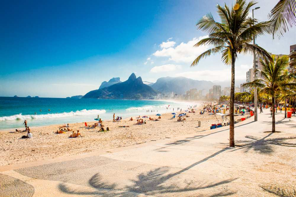 Städte mit Strand Rio de Janeiro, Ipanema Strand, Dois Irmãos, Zwei Brüder, Palmen