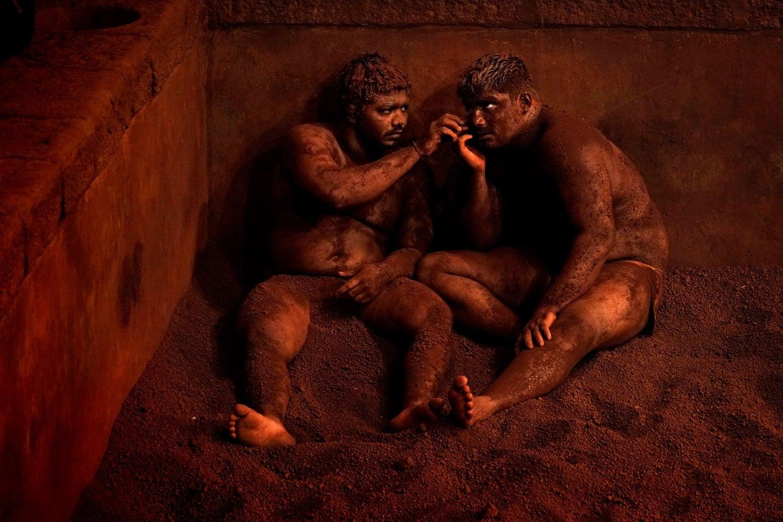 wrestling, indien, ton, männer, Alain Schroeder / National Geographic Traveler Photo Contest