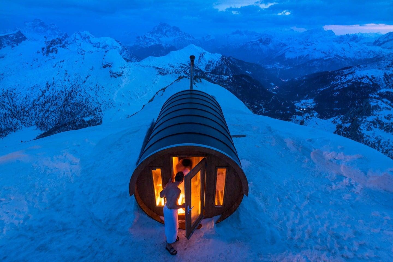 sauna nacht schnee himmel berge stefano zardini