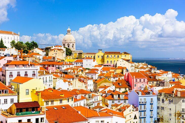 Zum Eurovision Song Contest nach Lissabon_Skyline with Sao Jorge Castle