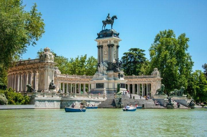 Retiro Park besuchen wenn du mit deinen Freundinnen in Madrid unterwegs bist