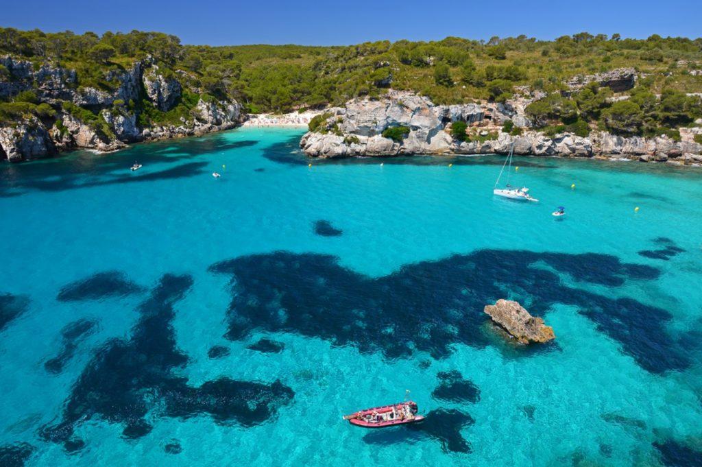 Menorca Urlaub, Balearen, Bucht, türkises Wasser, Mittelmeer