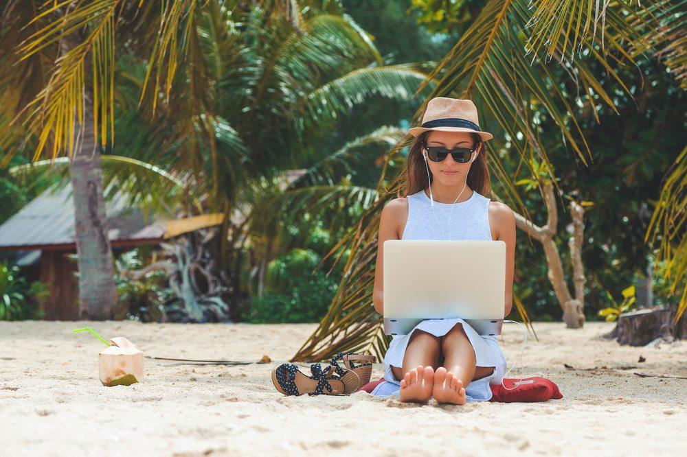arbeiten am strand, digital nomads